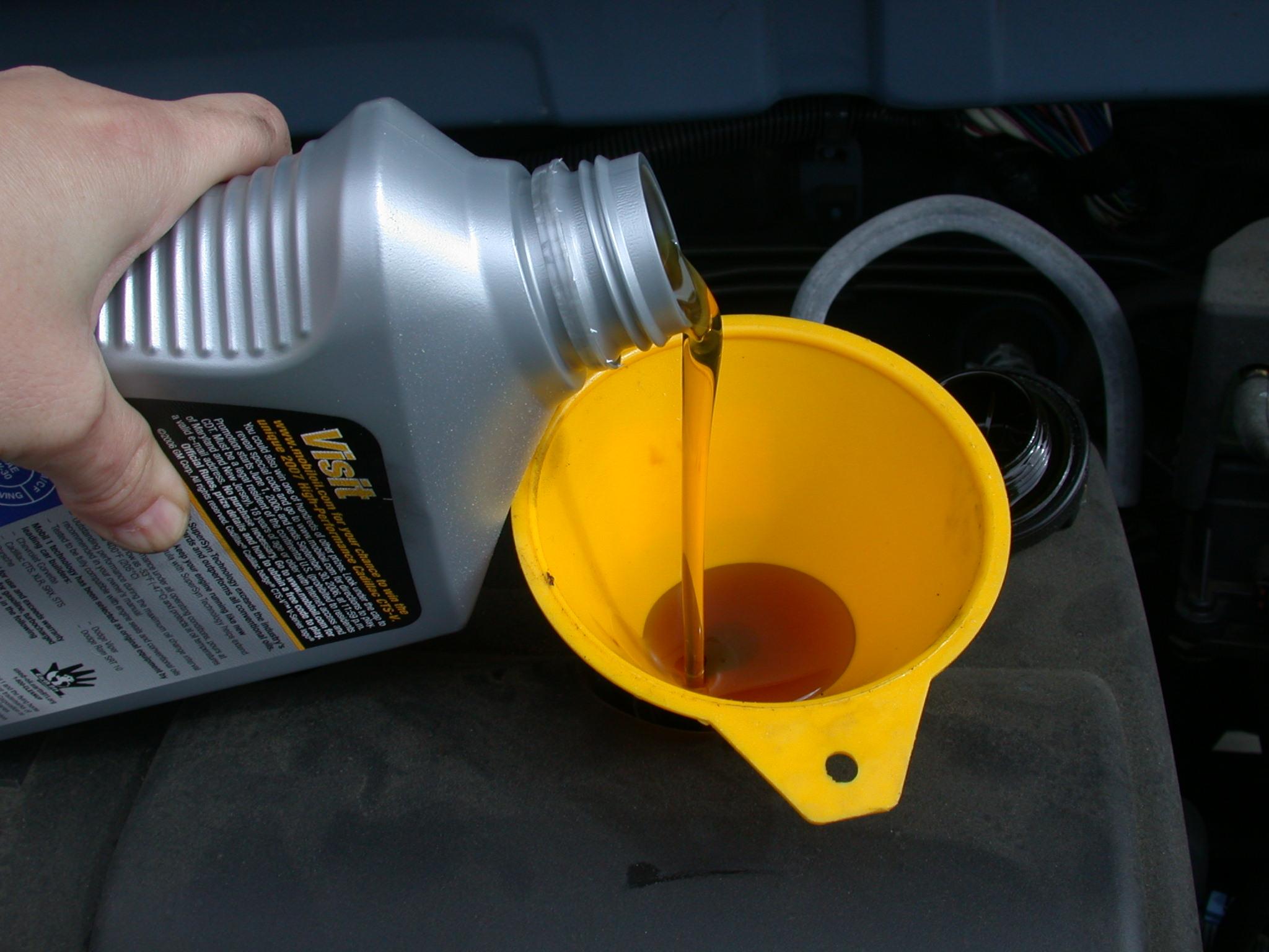 Зачем мотору моторное масло?